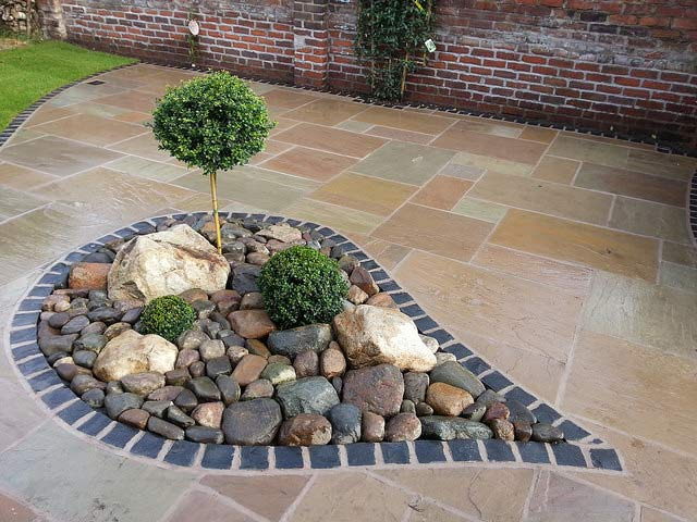 artistic garden design, pearl shaped flower bed
